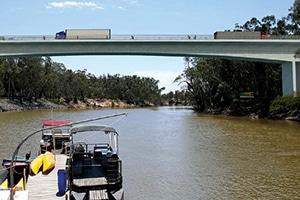 Echuca-Moama bridge moves to stage three construction