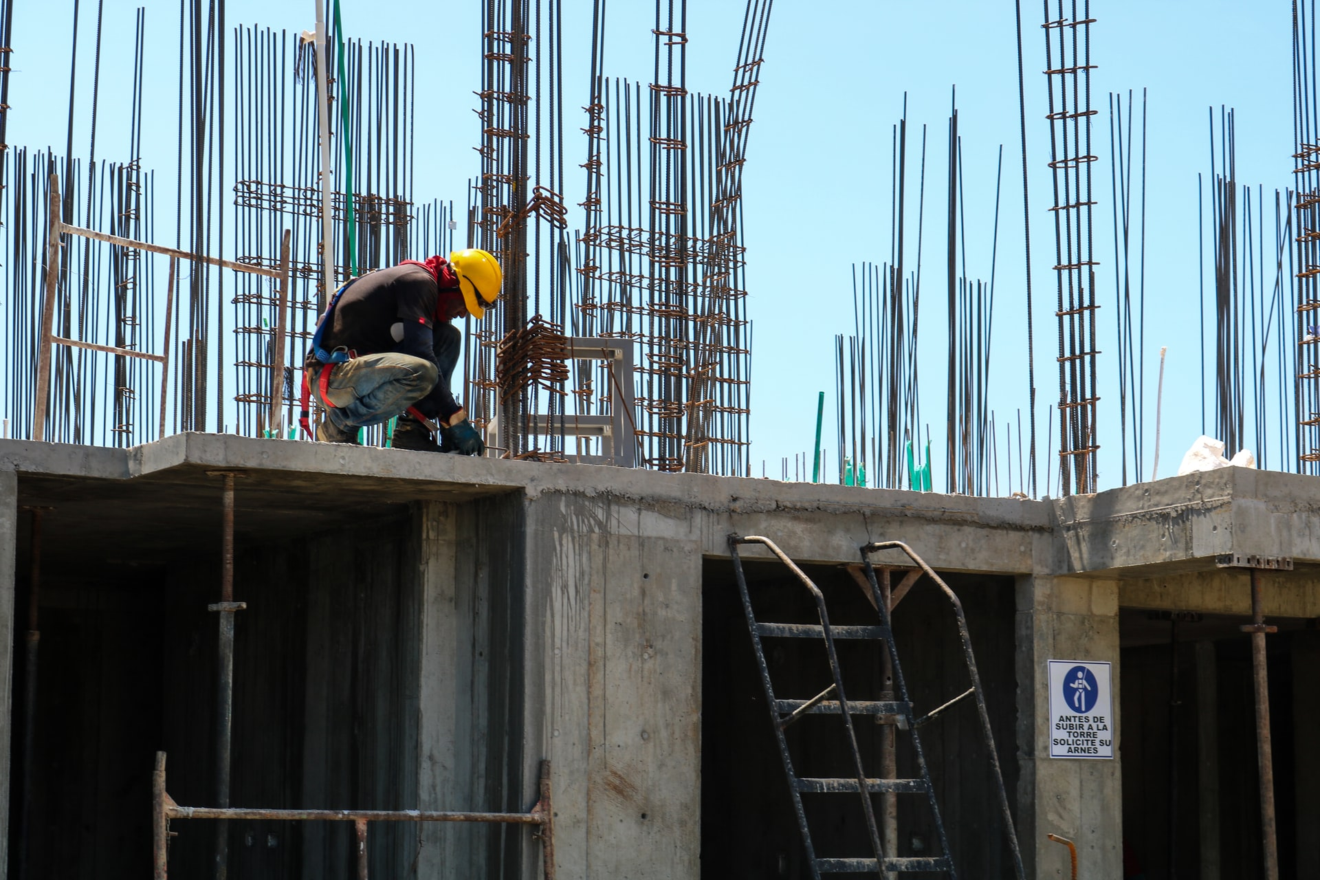 Construction workers from high-risk Sydney LGAs can resume work if vaccinated